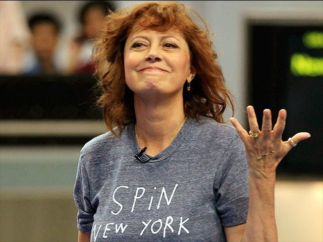 Actress Susan Sarandontore into Hillary Clinton after appearingat a rally for the Democrat presidential front-runner's chief rival Bernie Sanders in Iowa on Wednesday night, saying in an interview thatClinton's support for the Iraq War in 2002 precludes her from becoming president.