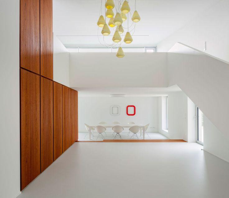 KUEHN MALVEZZI, Schwarz   Architekturfotografie · Haus im Taunus · Divisare