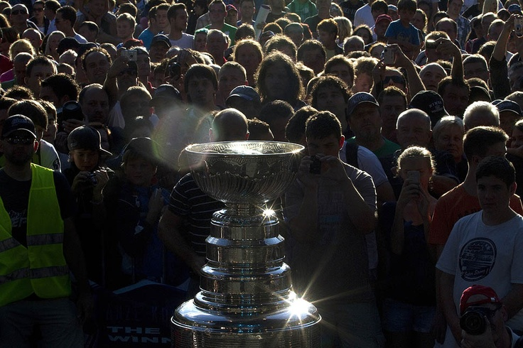 The Stanley Cup visits Slovenia - Thousands gather to celebrate during Anze Kopitar's day with the Stanley Cup.