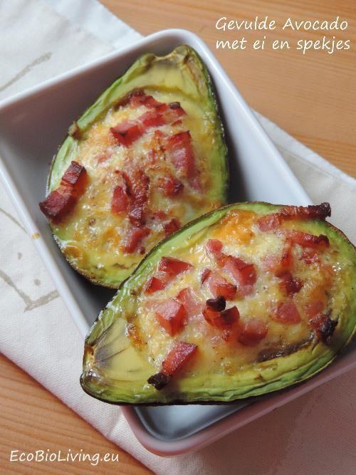 Gevulde Avocado met ei en spekblokjes als ontbijt -- EcoBioLiving -- de spekjes kan je eventueel vervangen door een gezonder alternatief (zalm, groene tuinkruiden, gebakken uisnippers, enz)