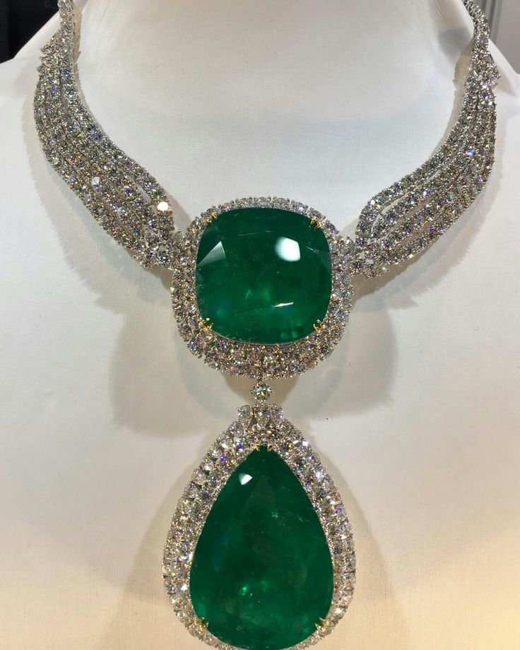 Colombian emerald and diamond necklace by Rare Gems of Taiwan. The pear-shaped emerald weighs 127.1 carats and the cushion-shaped gem weighs 140.4 carats. The necklace has 92.85 carats of diamonds. #Colombianemeralds #raregems #jna #hkjewelleryshow