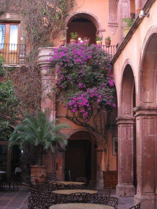 Courtyard, Guadalajara, Mexico photo via lorna, I love Mexico's style. I wish they were more prosperous