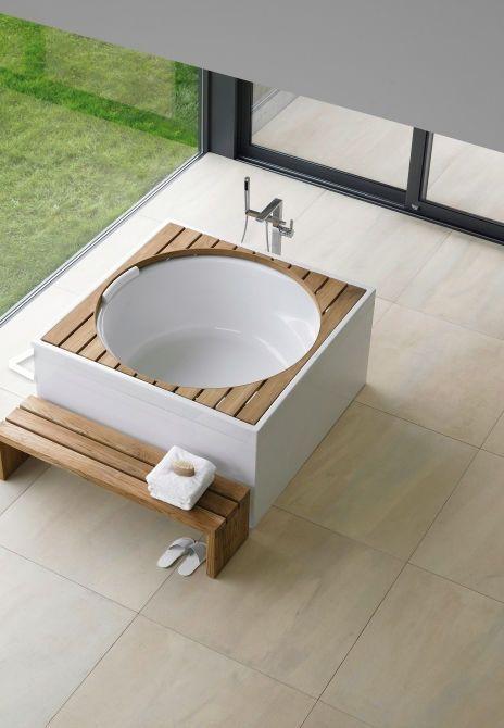 Round whirlpool bathtub