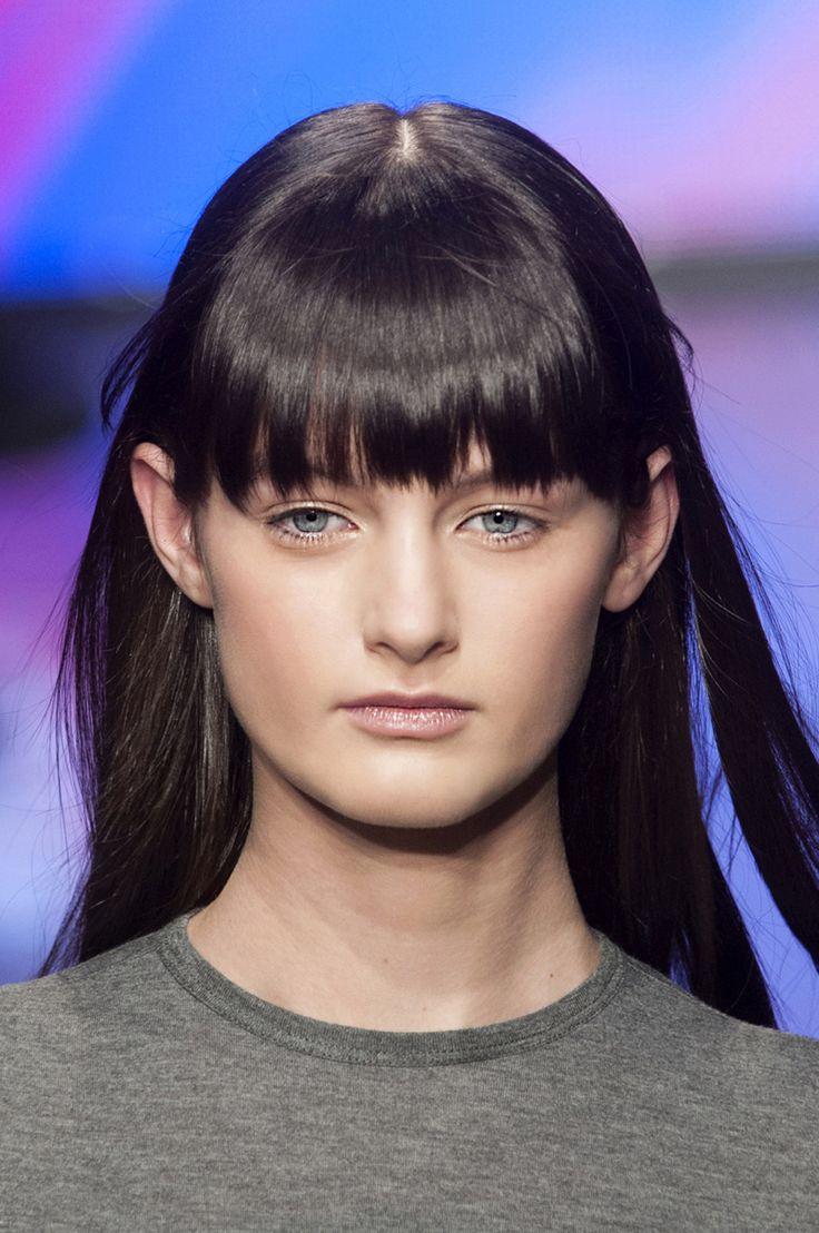 Effilée, nette ou ébouriffée, véritable ou postiche : la frange se coiffe sur tous les modes. Décryptage