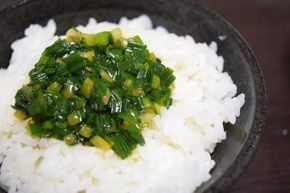 小ネギにオリーブオイル:醤油 1:1、味の素でご飯のお供