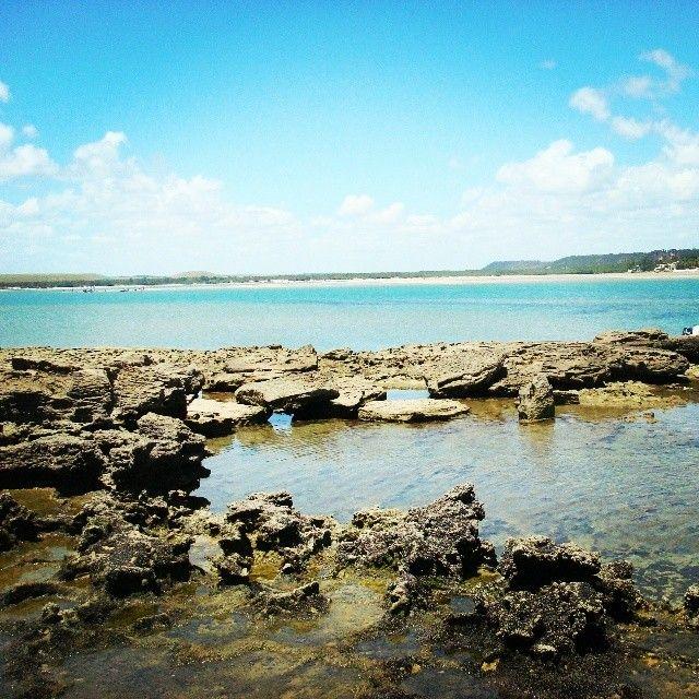 Barra de São Miguel, localizada na região Metropolitana de Maceió, é considerada o maior balneário turístico de Alagoas. Suas praias encantam com seu visual paradisíaco, barreiras de corais, águas tranqüilas e cristalinas. Vale a pena conferir! Foto: @lilypestana.