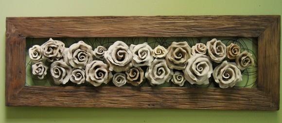 Quadro em Madeira de demolição e rosas envelhecidas com fundo vazado. As rosas estão fixadas em arame galvanizado.  Medidas: 1,20 x 40 - moldura de 10cm e 15cm                 1,50 x 40 - moldura de 10cm e 15 cm