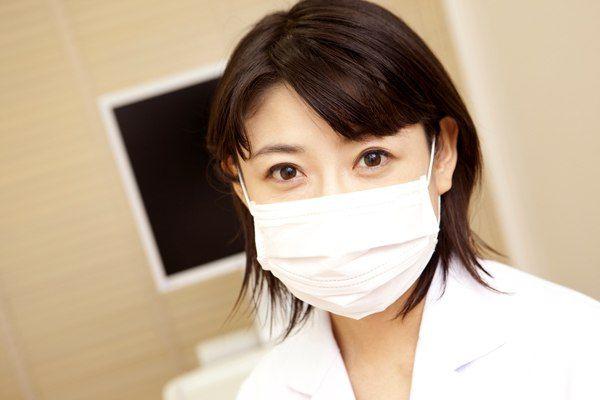 Новости из Японии    Для японских студентов-стоматологов был разработан специальный робот-гуманоид, с помощью которого молодые специалисты смогут как следует изучить основы своей профессии. Таким образом, лечение воспаления корня зуба или лечение скола зуба начинающие стоматологи могут отточить на роботе задолго до встречи с настоящим пациентом.  http://bimedis.ru/