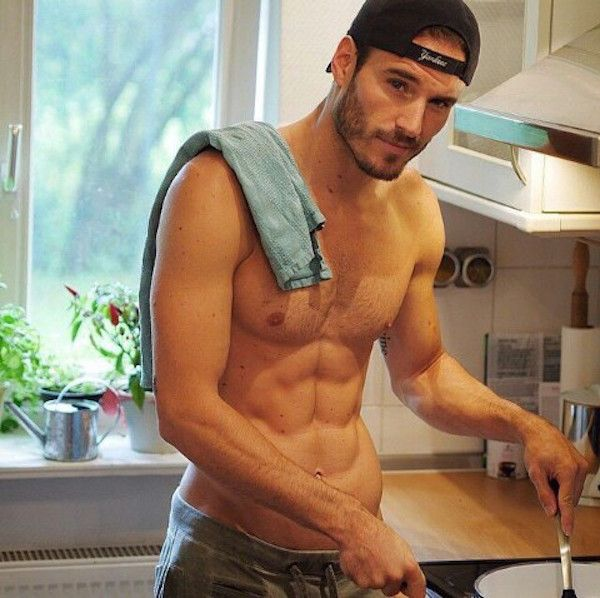 20 Hot Guys Cooking Who You Wish Were Making Your Dinner Tonight (Photos)