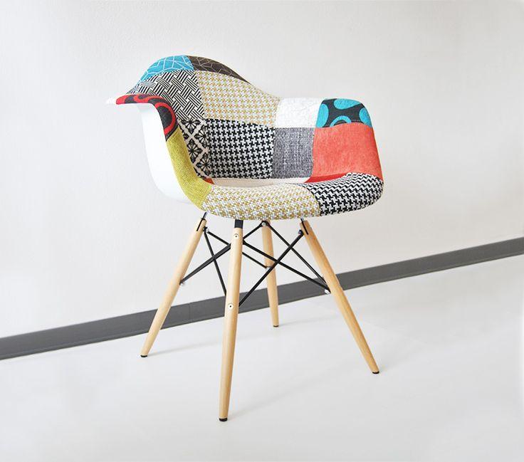 Sedia dal design vintage, Arlecchino è la moderna reinterpretazione della Fiberglass Chair degli anni '50. Sedia rivestita in tessuto patchwork che le dona un aspetto originalissimo. Complemento d'arredo ideale per rendere unica la tua sala da pranzo, il soggiorno o la camera da letto. ||  #design #furniture #chair