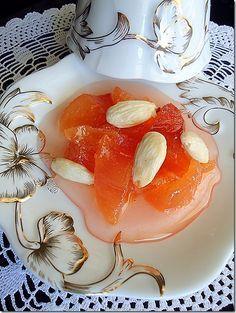 Γλυκό του κουταλιού κυδώνι.   quince