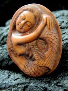 SWEET HAWAII MERMAID PENDANT MINIATURE HAND CARVED PEACH TREE WOOD