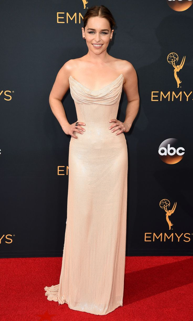 2016 Emmys: Emilia Clarke is wearing a pale gold Atelier Versace strapless gown. The dress is simply beautiful! Classy and elegant as always!