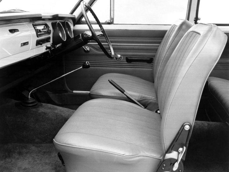 Toyota Corolla coach 1966-1970 intérieur - photo Toyota | Auto Forever