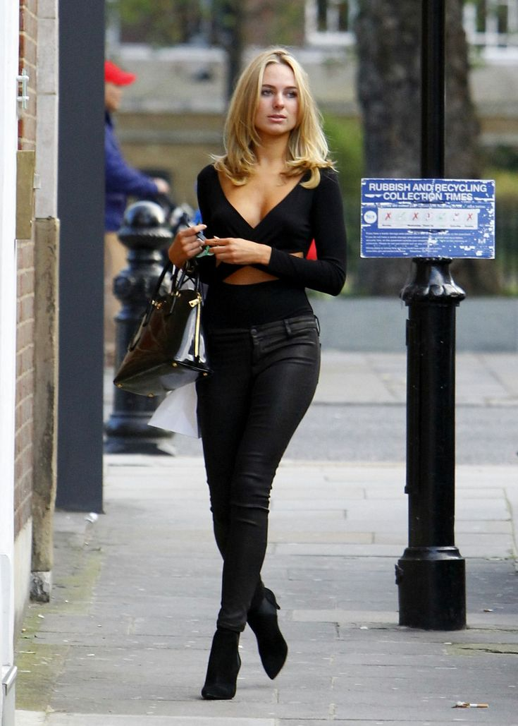 kimberley-garner-looks-cute-in-black-street-style