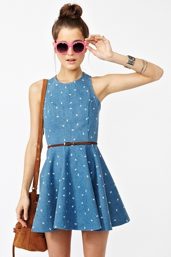 Cutie dress!   I love Nasty Gal. Their prices don't love me, though.