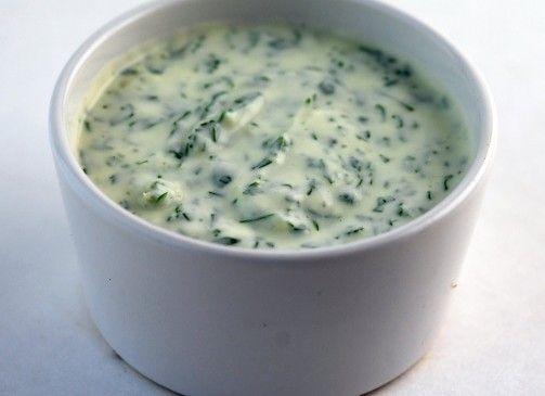 Yeşil Soğanlı Yoğurtlu Sos -Yeşil Soğanlı Yoğurtlu sos yapımı için gereken malzemeler ve yapılışı Yemek tarifleri -tr.com'da