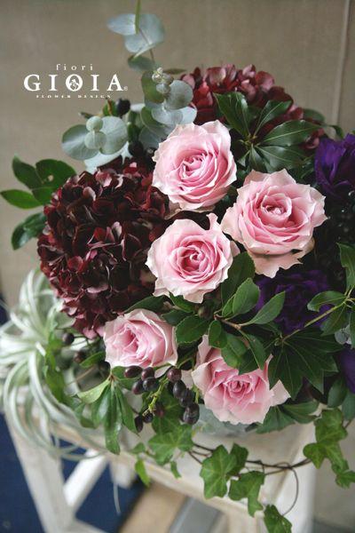 バラとアンティークアジサイのアレンジメント。