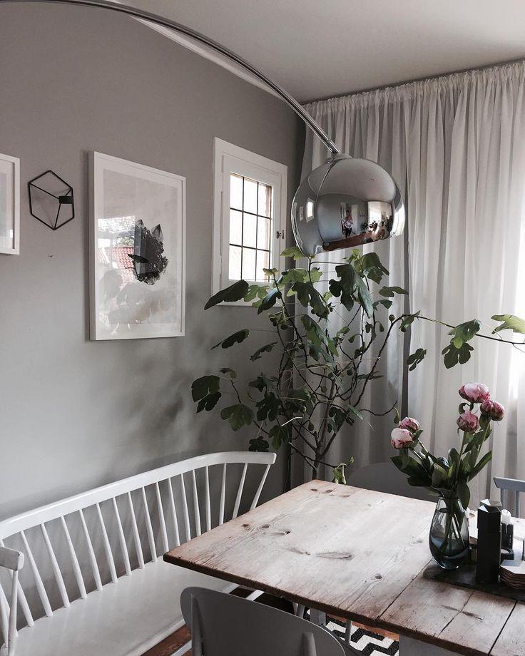 """221 gilla-markeringar, 45 kommentarer - Julia Mjörnstedt Karlsten (@juliamjornstedt) på Instagram: """"Jag älskar vår lägenhet. Den är stor, har två balkonger, öppen spis och det vackraste golven man…"""""""