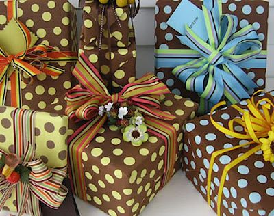 Polka dots by Carolyne Roehm.: Wraps Patterns, Polka Dots, Color Combos, Dots Wraps, Gifts Wraps, Carolyn Roehm, Wraps Paper, Pretty Packaging, Birthday Surprise