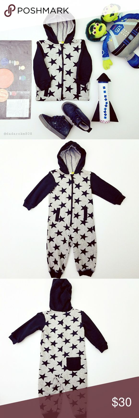 "Toddlers H&M Onsie (size 1-1/2 to 2Y) Adorable star designed onsie by H&M! It is pre-loved but in good condition; no holes or tears. Your little superstar will look super cute running around the playground in this! Features one functional pocket in back (see picture); and two non-functional front pocket slits. Measurements: overall length is 26.5"", inseam 10"", arms 11.5"", zipper opening 13"" in length, chest 11.5"" across. Much Mahalo for checking it out! 😄🤙🏼Offers welcomed as always! H&M…"