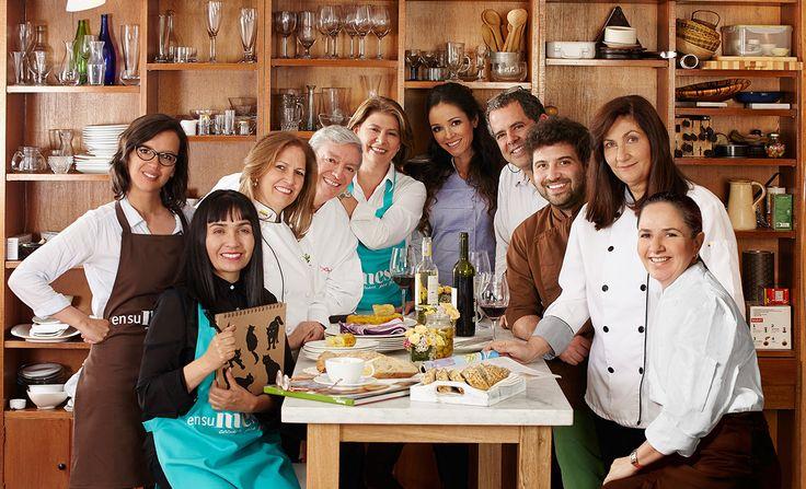 Conozca el equipo de expertos que trabaja para que usted puede disfrutar ensumesa lo mejor de la gastronomía mundial. http://bit.ly/15x0PHt