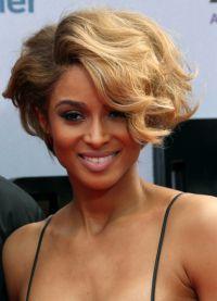 модные стрижки на короткие волнистые волосы 3