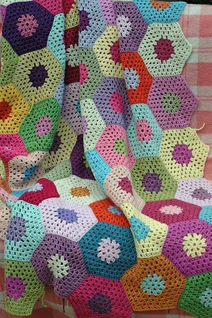 motleycraft-o-rama:    Serendipity Patch    Lovely hexagon afghan for your dash today.