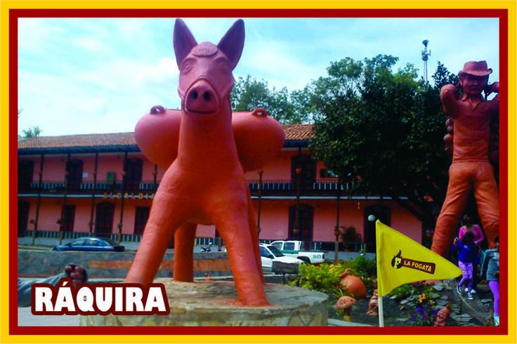 La población de Ráquira es famosa por sus artesanías. Por la vía a Chiquinquirá se puede llegar a ésta población donde los artesanos trabajan la arcilla.