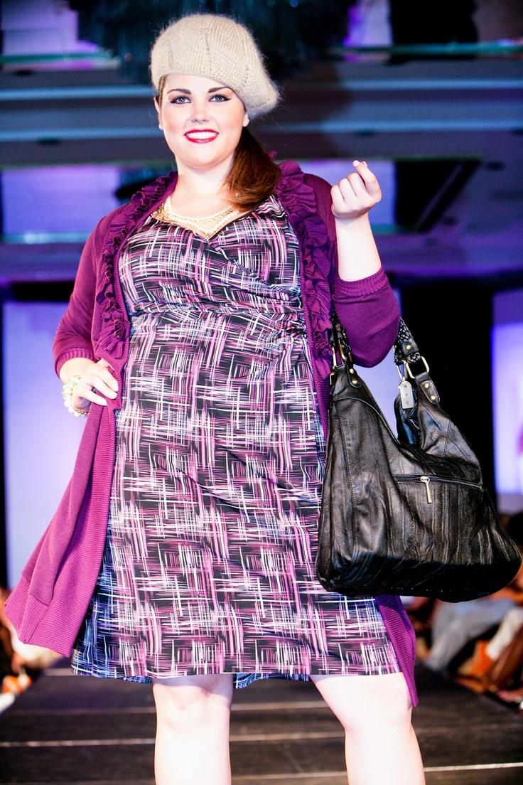 blus dan bolero panjang, cocok banget dengan tubuh besar :)