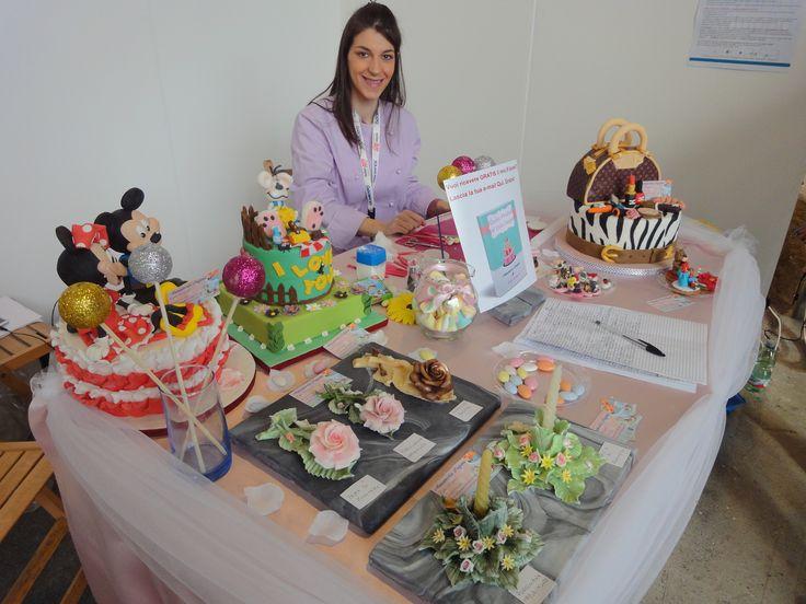 Fiera Napoli Creattiva le mie torte da esposizione e la presentazione di due oggetti che ho realizzato in Porcellana di Capodimonte, un candeliere e una rosa distesa, riprodotti in Pasta di Zucchero e Cioccolato Plastico.
