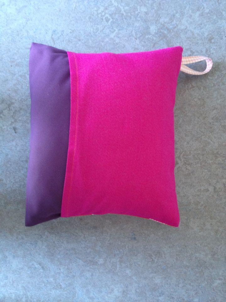 2. bagside af pink og lilla
