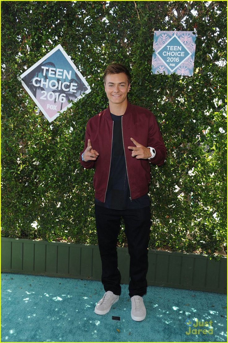Peyton Meyer at the Teen Choice Awards 2016