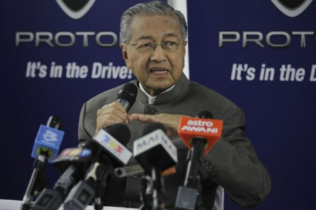 Tun Dr Mahathir Mohamad called for the Quran to be taught in the vernacular so that non-Arabic speakers can understand the Islamic holy scriptures. — Picture by Yusof Mat Isa