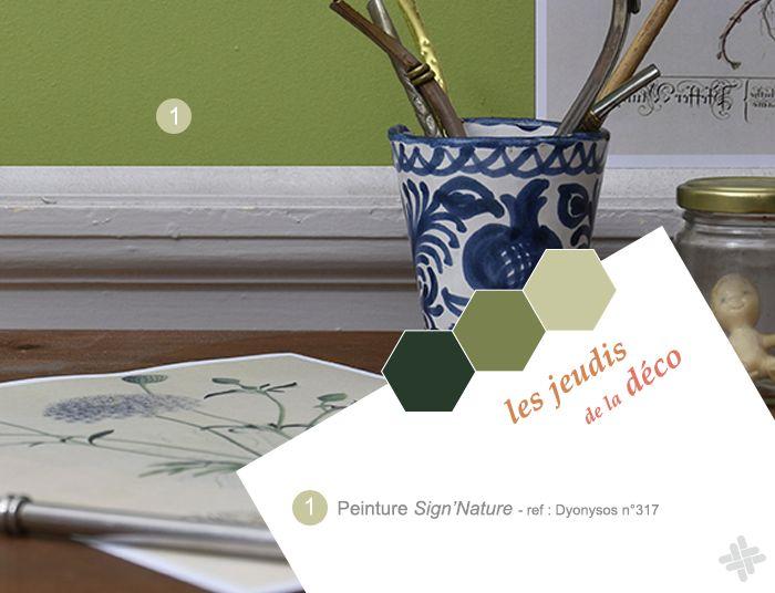 Ambiance déco cabinet de curiosités avec herbier et peinture haut de gamme Sign'Nature vert foncé, vert clair