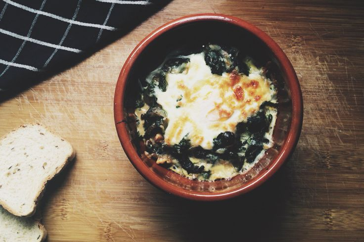 Spinach with fried eggs, nuts and grated cheese. @sther_re