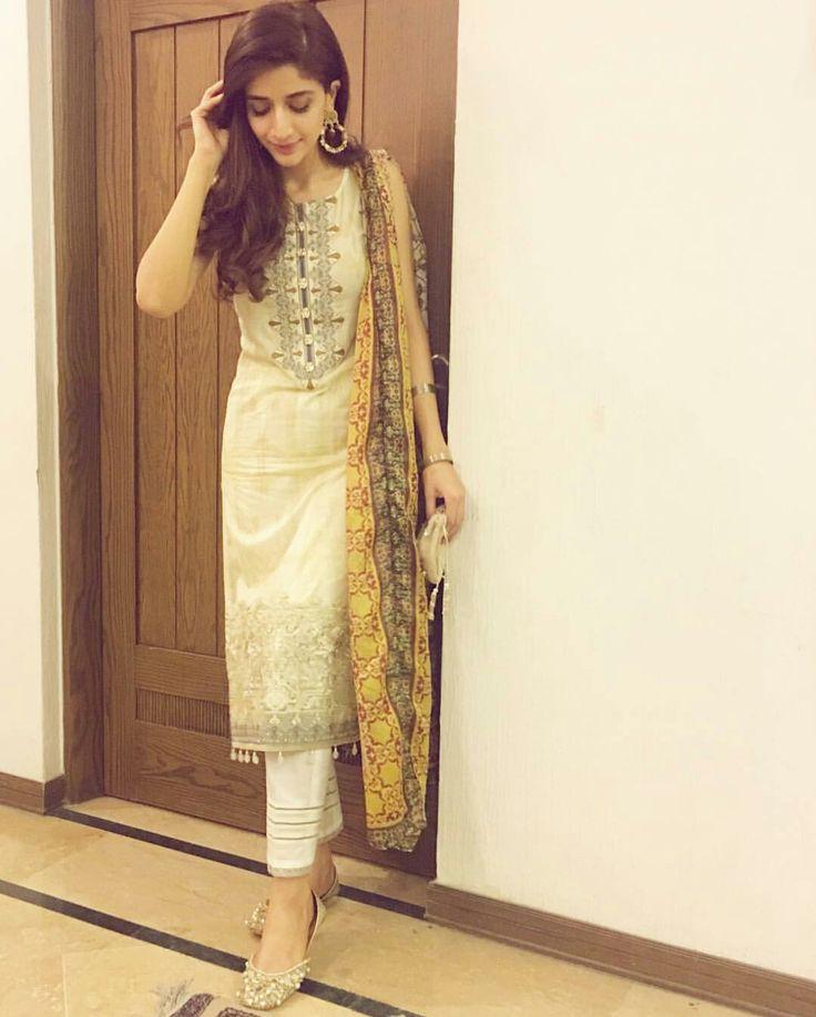 Friday Felling! ❤ Beautiful Mawra Hocane on Eid Ul Fiter #PakistaniFashion #PakistaniActresses #PakistaniCelebrities ✨