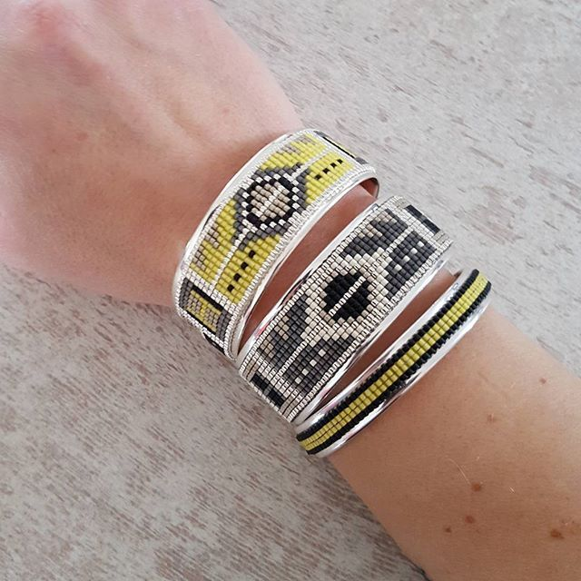 Un peu de couleurs au poignet pour aujourd'hui, bijoux en vente sur le e-shop (lien direct dans la bio)  Très bonne journée ☉ #peaudanne #perles #diy #jewelry #bracelet #bijoux #madewithlove #madeinfrance #faitmain #handmade #jenfiledesperlesetjassume #miyuki #tissageperles #tissagemiyuki #createurfrancais #createur #manchette #bohemechic #boheme #boho #instafashion #instamode #instaboho #fashion #tictail #jaune