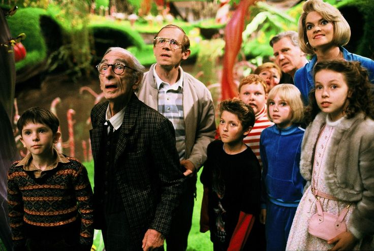 Still of James Fox, Adam Godley, Freddie Highmore, David Kelly, Missi Pyle, Franziska Troegner, AnnaSophia Robb, Julia Winter, Jordan Fry and Philip Wiegratz in Charlie and the Chocolate Factory (2005) http://www.movpins.com/dHQwMzY3NTk0/charlie-and-the-chocolate-factory-(2005)/still-3309145856