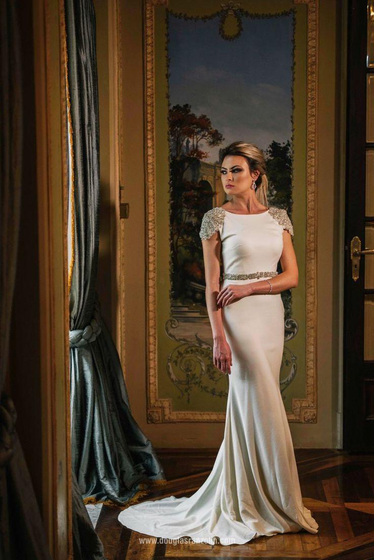 Editorial | Pronovias 2016 | Douglas Ranzolin Eventos | vestido de noiva liso com cristais, cabelo rabo de cavalo.