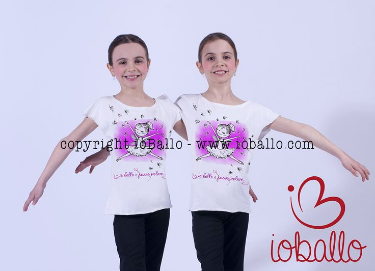 T-shirt ispirata alla danza. Abbigliamento e moda per la danza online nel sito www.ioballo.com  T-shirts inspired by ballet. Clothing and fashion for ballet online at www.ioballo.com