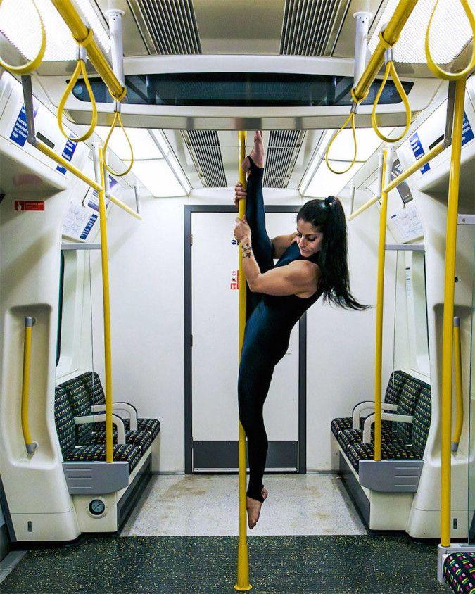 Poétiques scènes de yoga dans l'espace urbain
