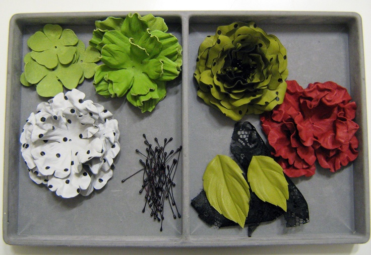 Making of handcrafted leather roses (flowers, accessories, brooches, patterns, DIY)  http://www.leatherblooms.com/2013/03/18/repetition-week/