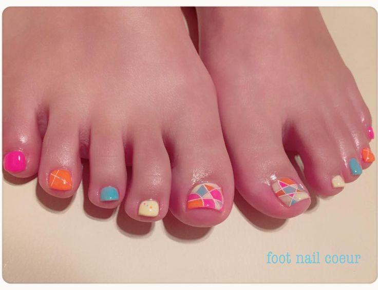 #リピーター様ネイル * * #💅#👣 * #プライベートネイルサロン #ネイルサロン#nailsalon #footnailcoeur#フットネイルクール#coeur #gelnail#gel#ジェルネイル#ジェル上級 #nagasaki#japan #design#art#春ネイル#spring#🌸 #フットネイル#footnail * #ブロッキングネイル#カラフル#pink#yellow#blue#orange#フラットアート