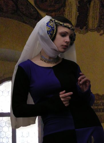 clothing in the middle ages essay Sense of the word in the middle ages), the cultural philolo-  fashion pace  ohly, as powell demonstrates in her essay in this issue, color in works of art often .