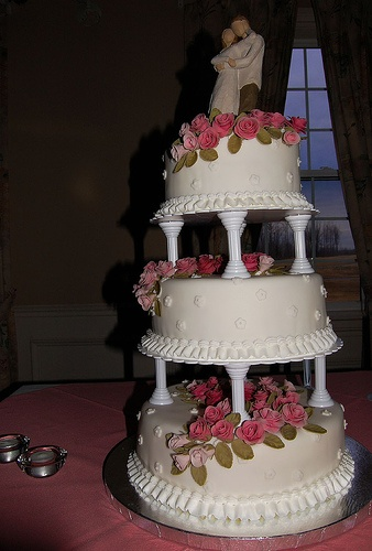 wedding cakes with pillars 35 best images about wedding cakes on columns 26077