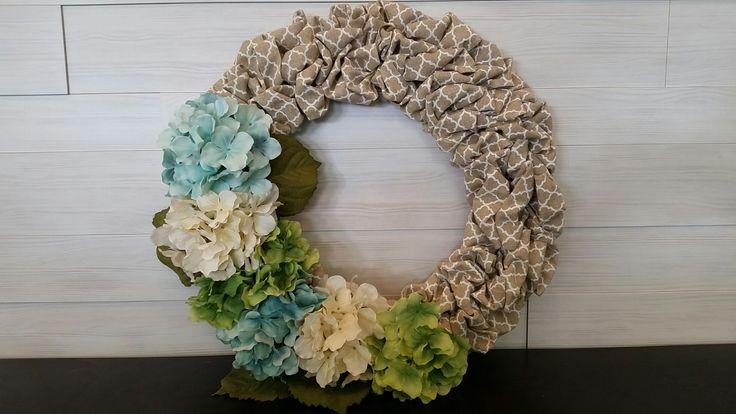Burlap Material Wreath with Flowers #burlap #wreath #wreathideas #flowers #pattern #goldenforrestcreations #goldenforrest