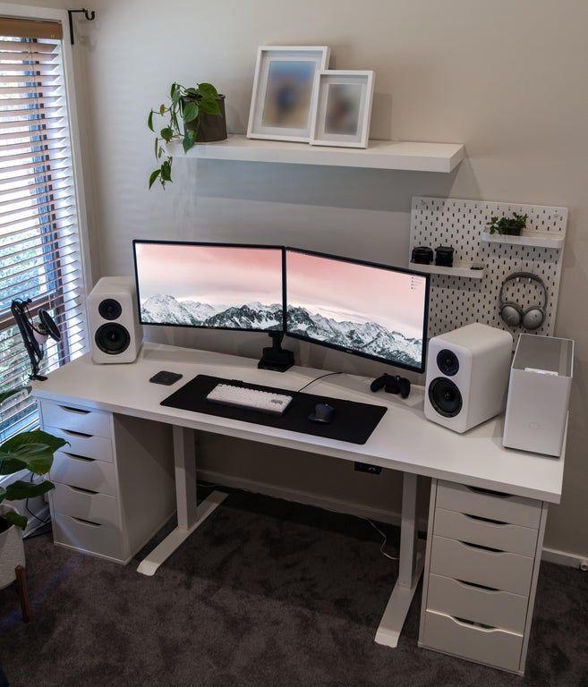 Computer Gaming Room, Gaming Room Setup, Computer Setup, Pc Setup, Bedroom Setup, Room Ideas Bedroom, Home Office Setup, Home Office Design, Neon Led