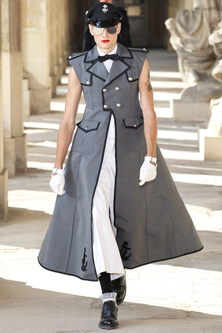 See the complete Thom Browne Spring 2014 Menswear collection.