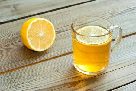 Acqua e limone al mattino per depurare colon e organismo - foto www.wellme.it